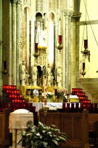 Phoca_thumb_l_shrine-altar